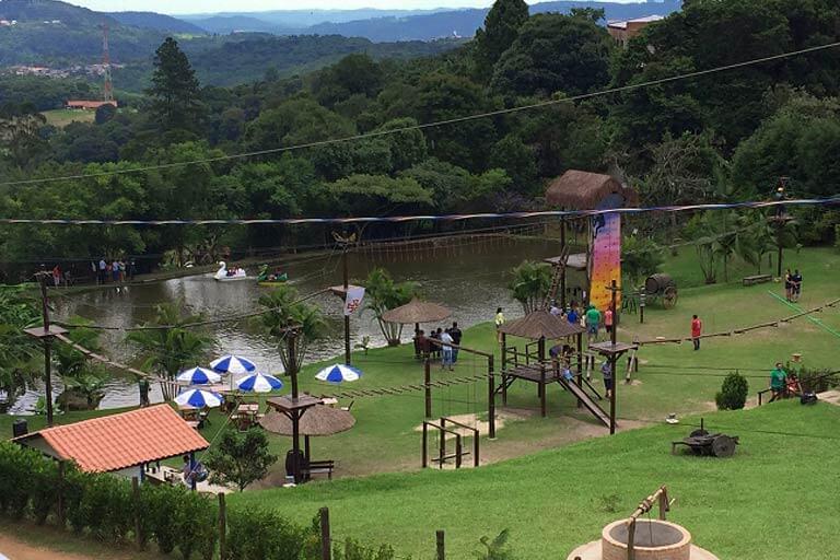 arborismo, escalada, pedalinho e tirolesa são uns dos atrativos do restaurante Quinta do Olivardo em São Roque