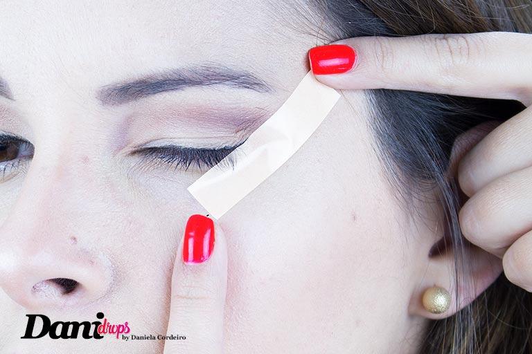 micropore no rosto para fazer delineado gatinho