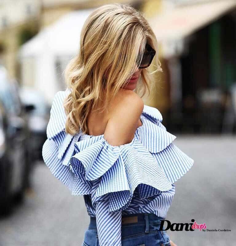 blusa com listras azul com babados